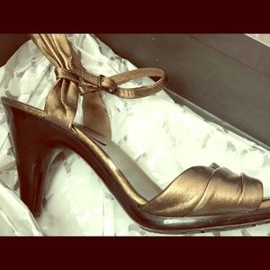 Kenneth Cole Reaction bronze heel size 9